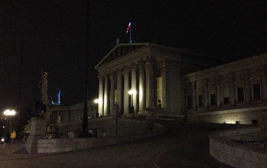 parlament-bei-nacht